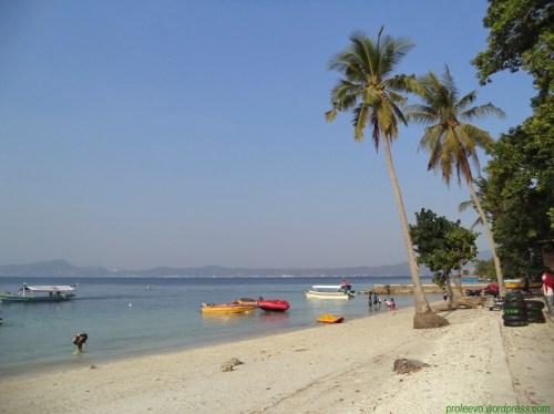 Pantai di pulau Tangkil