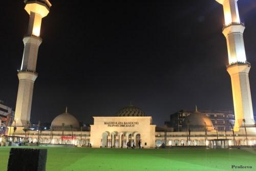 Alun alun kota Bandung Malam Hari 04