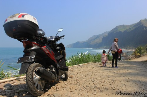 [Riding Report] Touring 5 Provinsi Vario 125, Part 2 (Pantai Menganti - Kebumen)