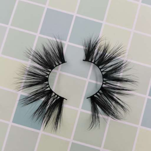 A pair of real mink eyelash strips