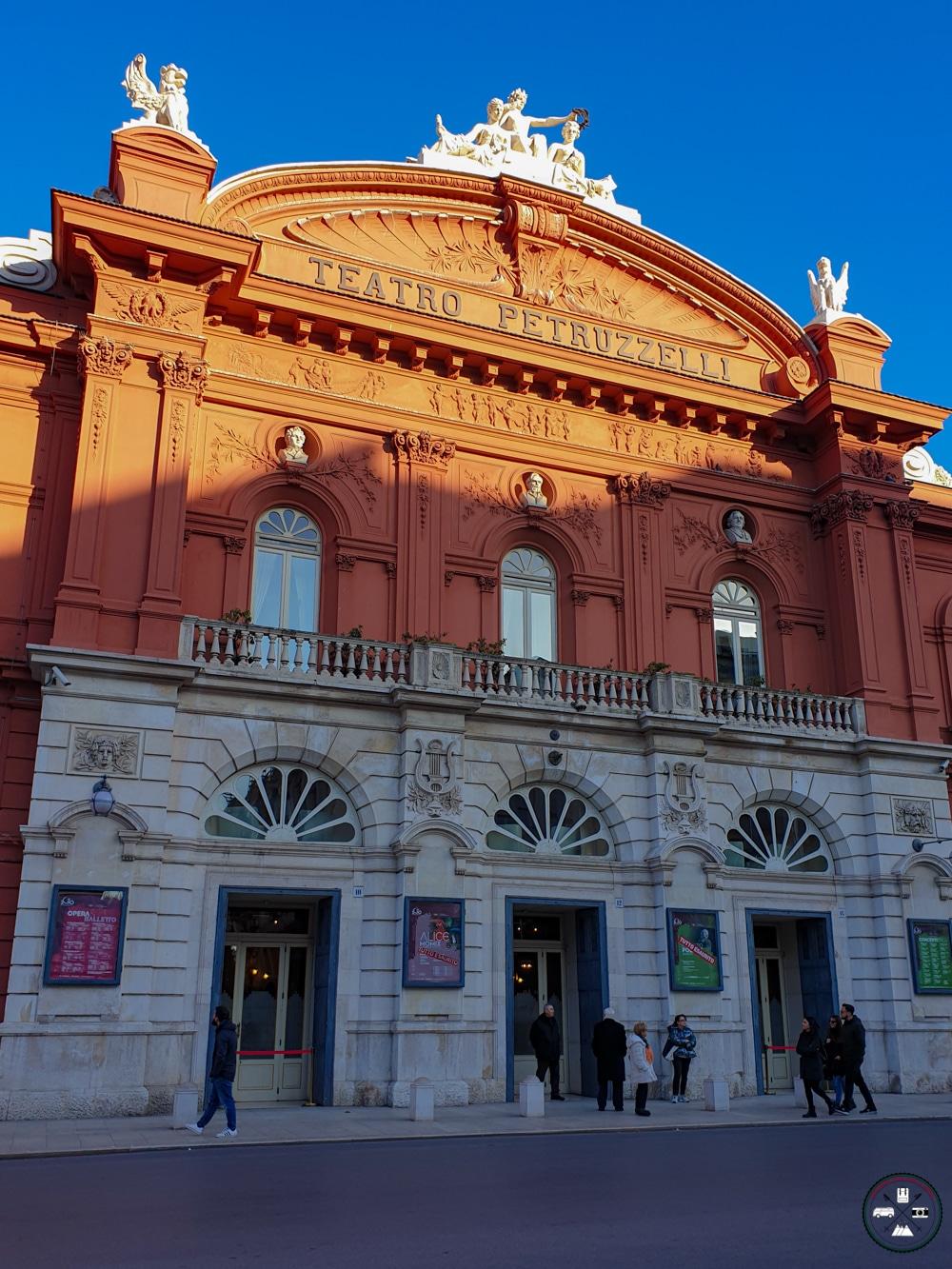 Façade du Teatro Petruzzelli à Bari