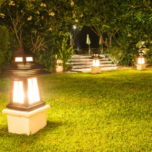 sell home faster with landscape lighting