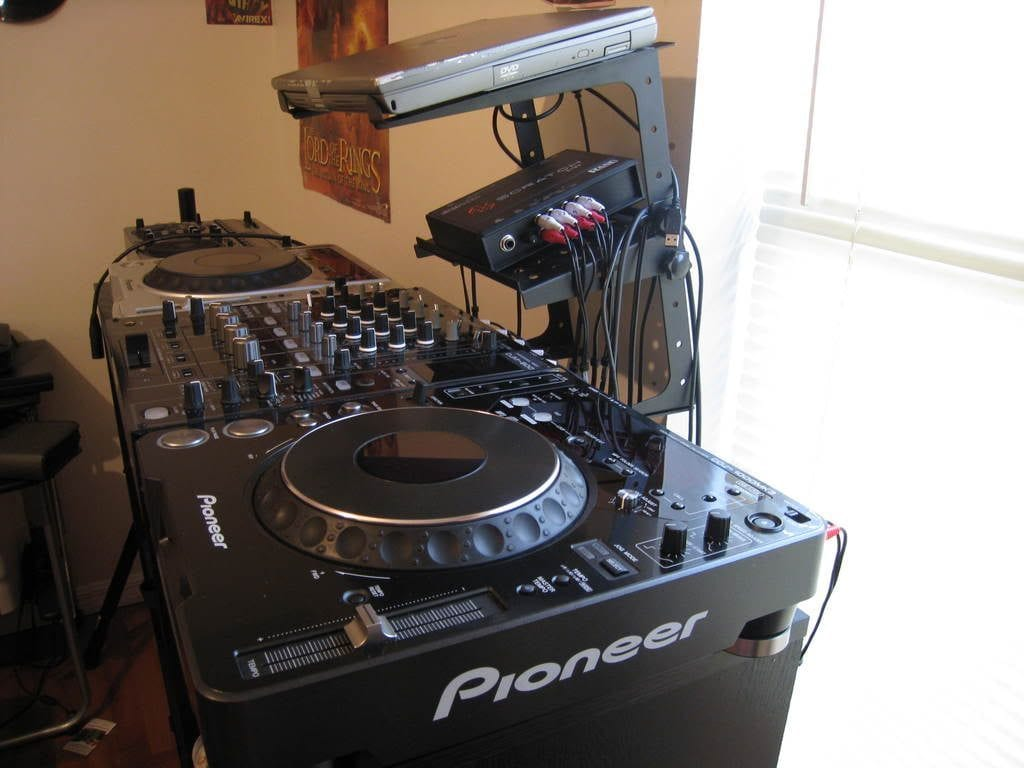 DJ-Set-Up-1024×768-1024×768