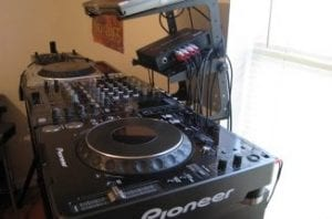 DJ-Set-Up-350×215-326×215-300×198