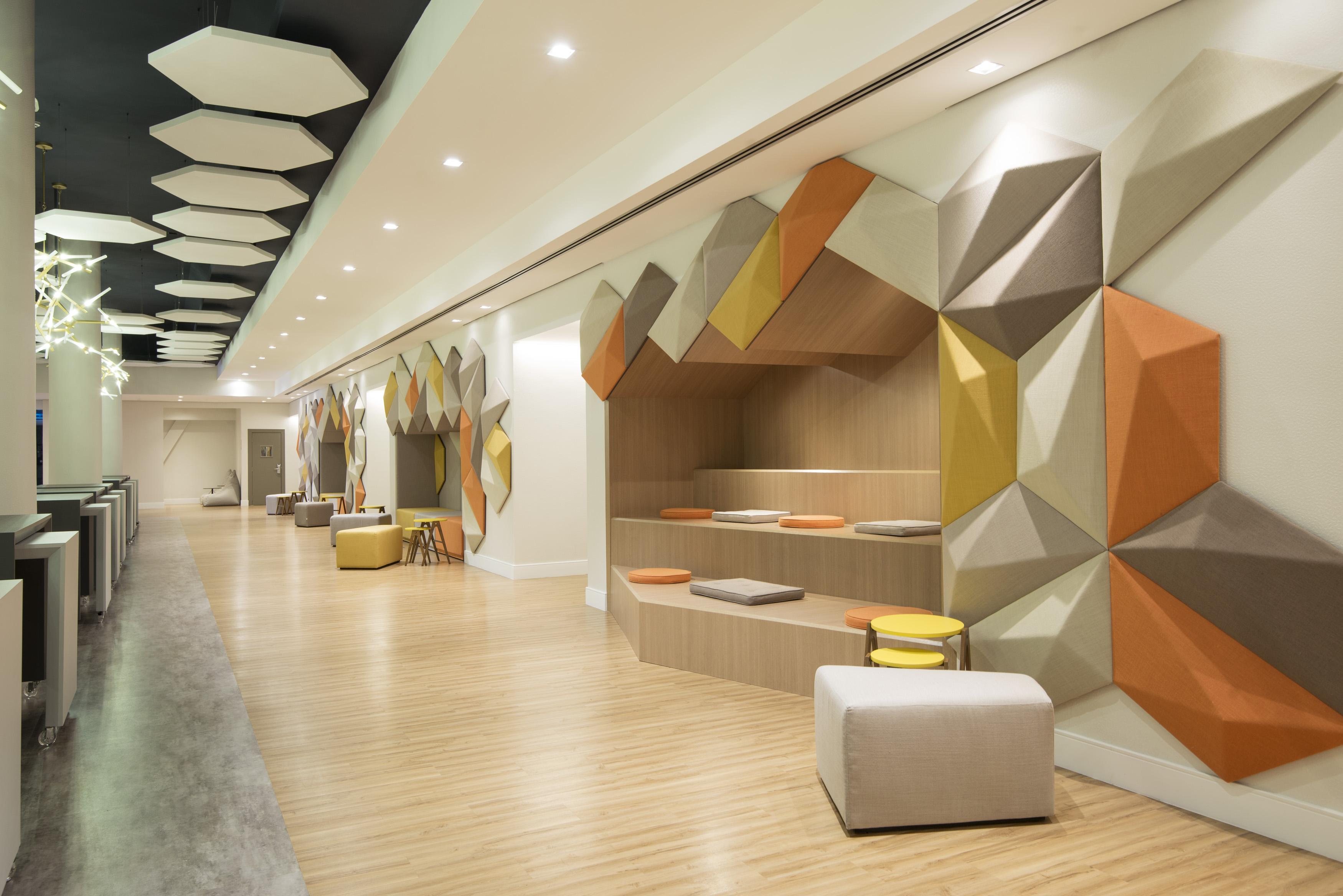 Na foto é possível ver o novo centro de convenções do Pullman São Paulo Guarulhos, nomeado Meet & Play