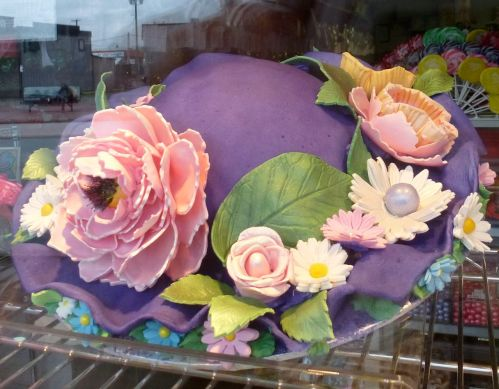 A hat cake (Photo © 2013 by V. Nesdoly)
