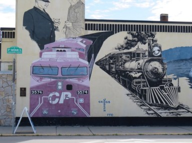 Cranbrook historic mural #1 featuring modern and old trains. (Photo © 2016 by V. Nesdoly)