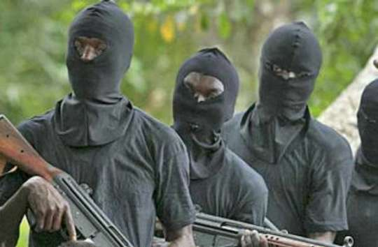 Robbers invade Estate in Ibadan with PoS, cart away money, valuables -  Prompt News
