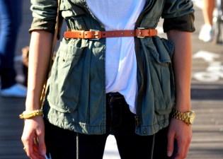 new-york-streetstyle-brooklyn-bridge-fashion-and-beats-ana-bekted-military-jacket-fall-white-tshirt-abercrombie-jeans-ray-bans-zara-beige-bag-handm-belt-michael-kors-watch