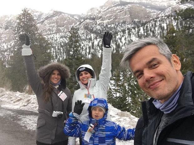 Flavia Alessandra e Otaviano Costa foram surpreendidos pelas filhas com cerimônia na famosa capela de Las Vegas!