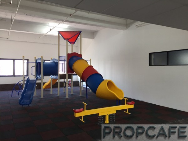 Avenue_D'vouge_playground1
