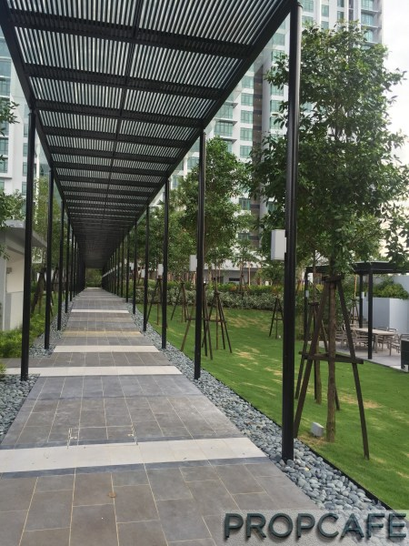 Tropicana_avenue_walkway2