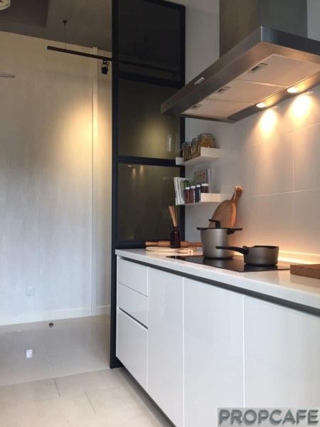 skyluxe-on-the-park-type-b-kitchen-4