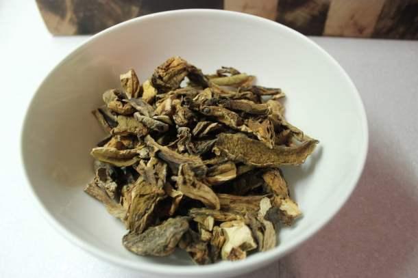 Dried porcini mushrooms| properfoodie.com