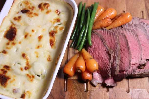 Topside of beef with leeks in a creamy cheese sauce