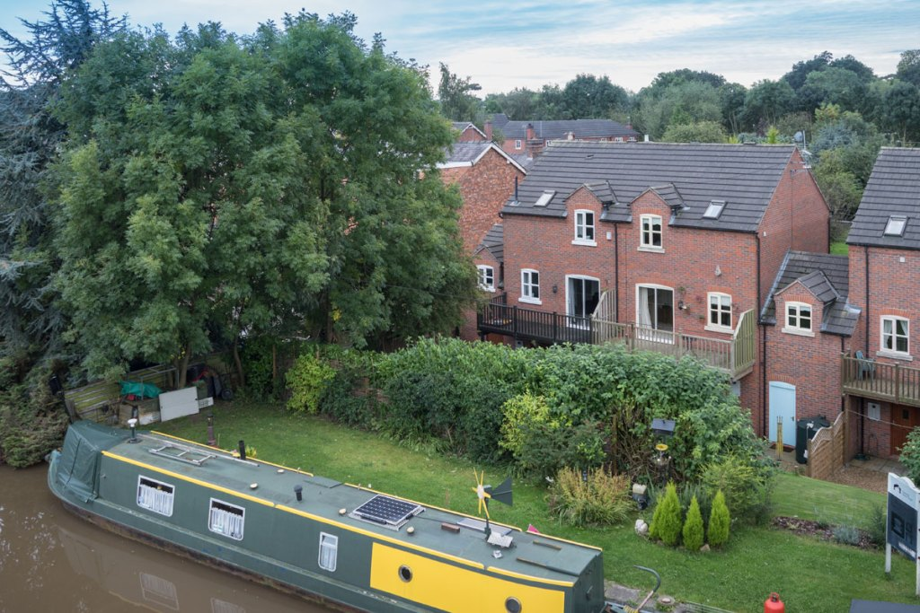 Nantwich canalside home