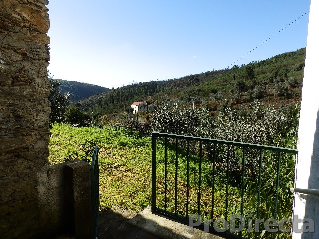 farmhouse with over 5 hectares near the Sta. Luzia dam
