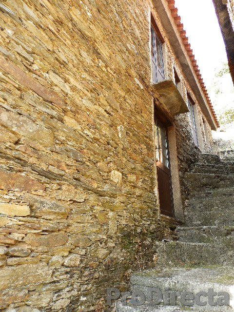 House schist in excellent condition