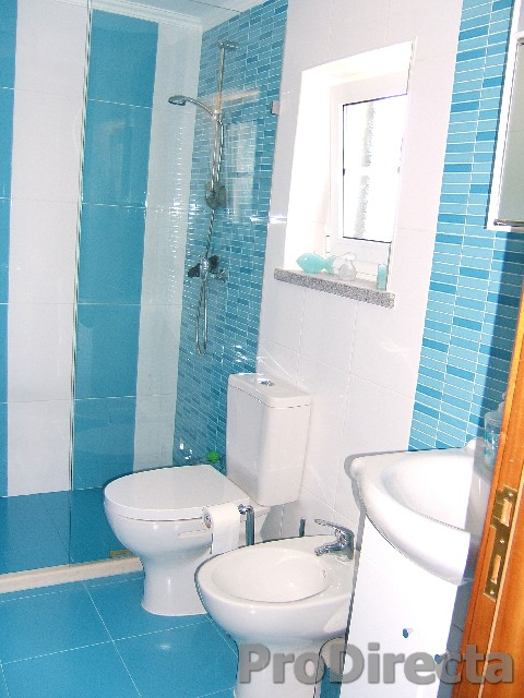 25. Ensuite bathroom1