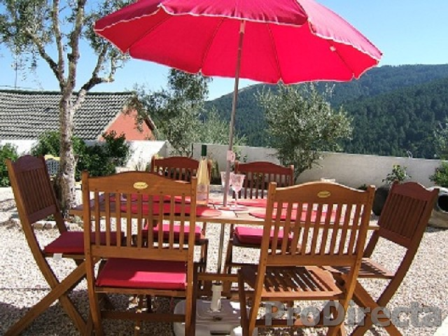 14. Alfresco dining