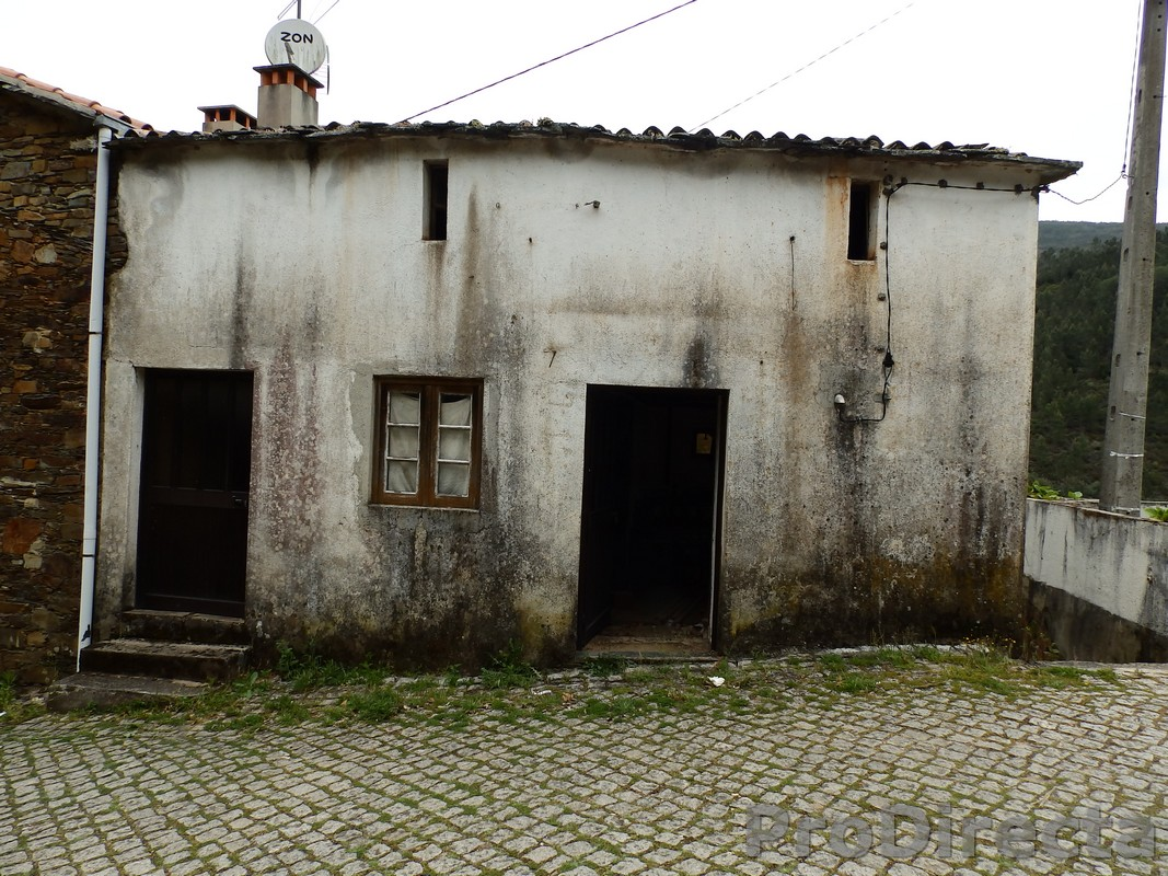 house for sale in Góis