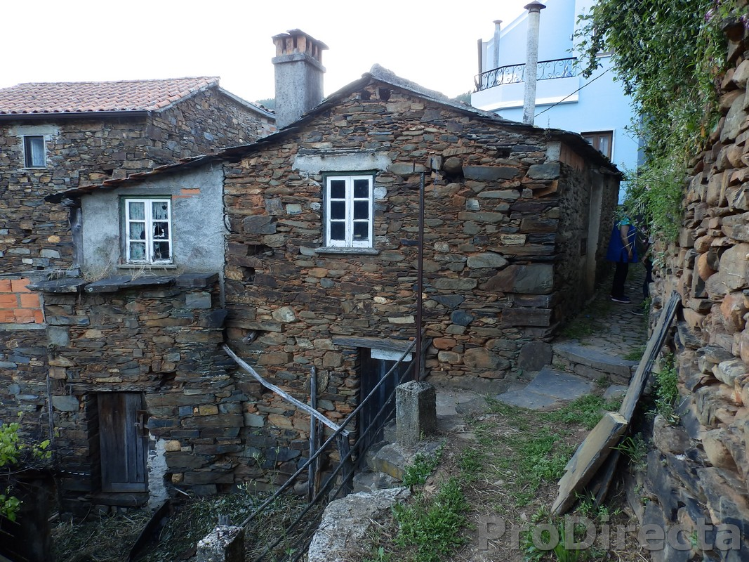 Stone house for sale Gois
