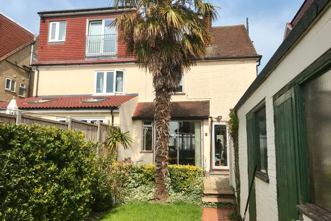 3 bedroom Semi-detached house for sale in Mill Hill NW7 Vineyard Avenue