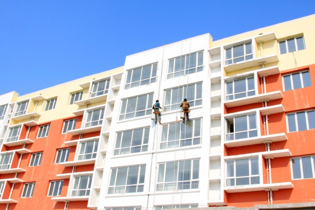 Hiring Apartment Painting Contractors To Paint The Exterior of High Rise Multi-Family Property