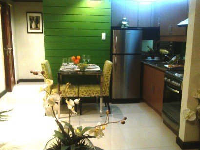 KL Mosaic dining & kitchen