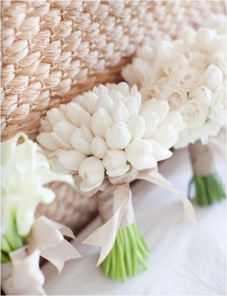 white-bouquets-caroline-tran-photography
