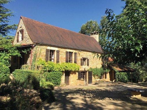 Daglan : Charmante maison en pierre dans un verger de pommiers avec piscine et dépendances