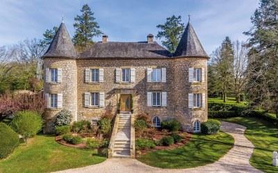 SARLAT – Périgord Noir – Château du XVème siècle et sa commanderie avec chambres d'hôtes de luxe.