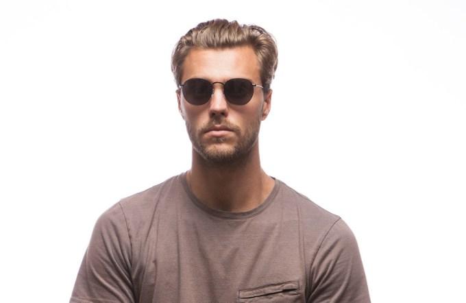 male wearing / RAEN BENSON