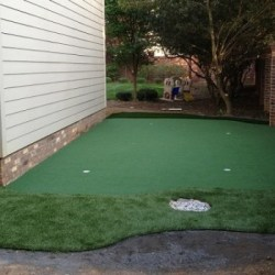 Sideyard-Putting-Green-resized-image-560x350