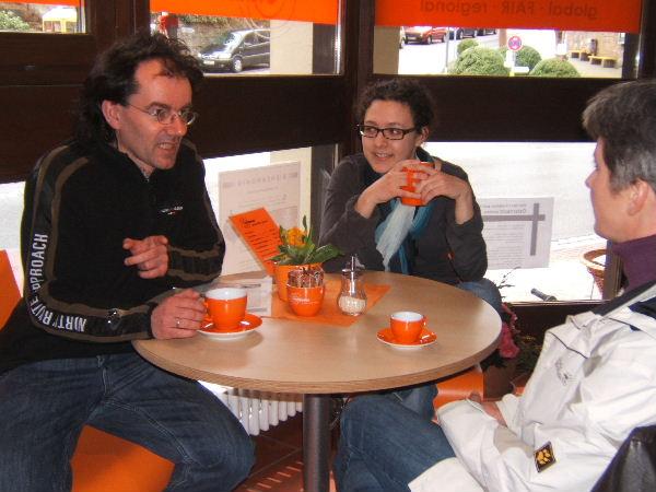 Im Weltladen trifft man sich auch gern auf einen Kaffee