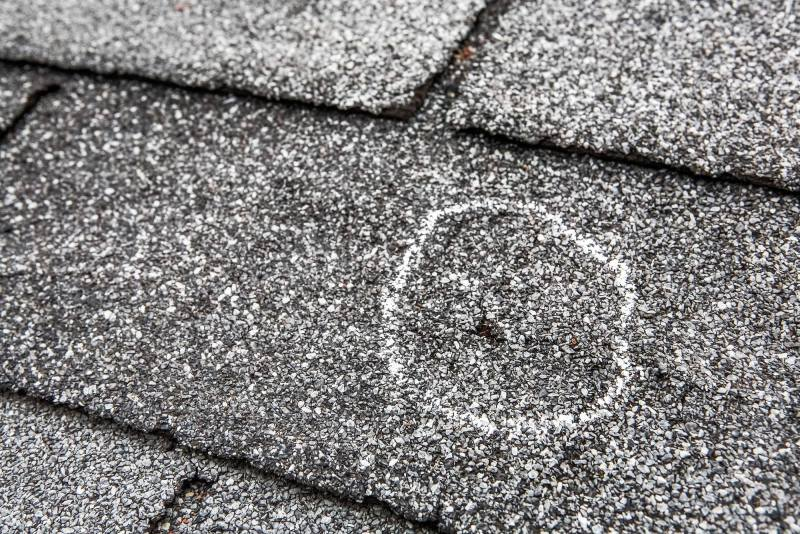 Sign to call a roofer
