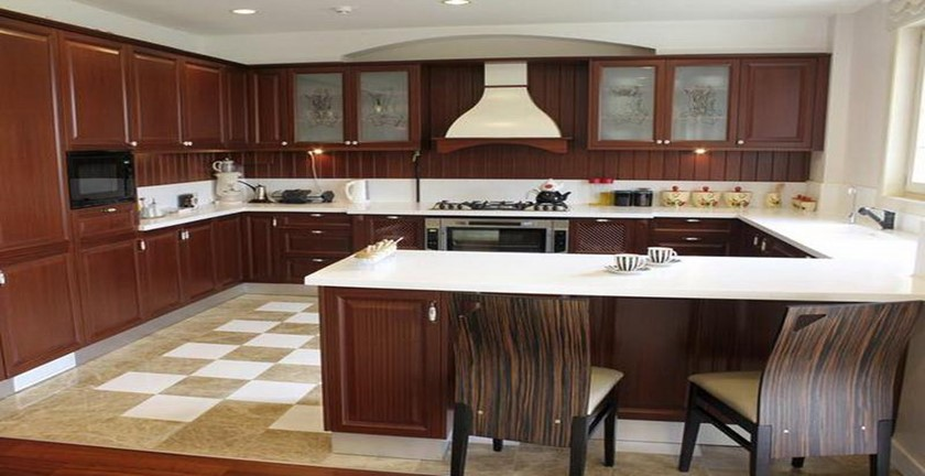 Pros and Cons of G-Shaped Kitchen