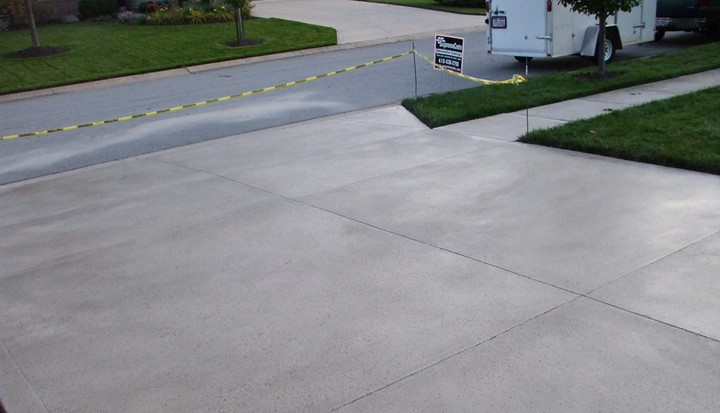 You are currently viewing Pros and Cons of Sealing Concrete Driveway