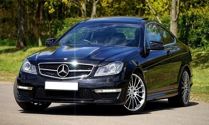 Pros and Cons of Black Cars