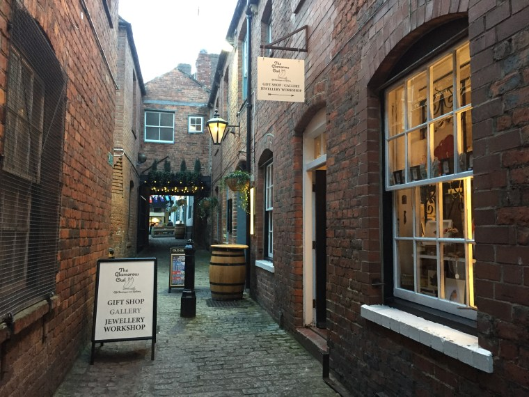 Prosecco and Pie visits The Glamorous Owl Newcastle