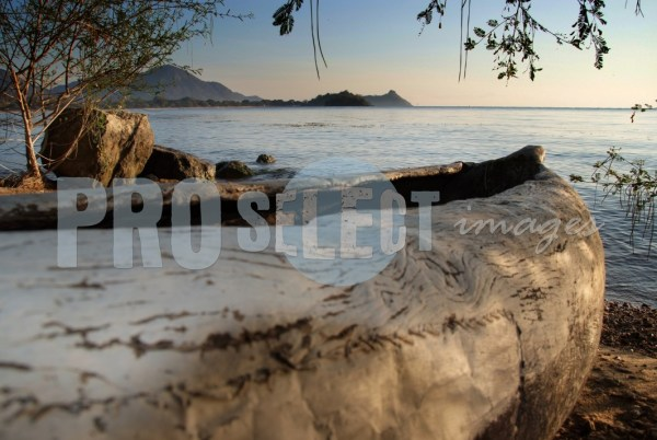 Lake Malawi boat ashore | ProSelect-images