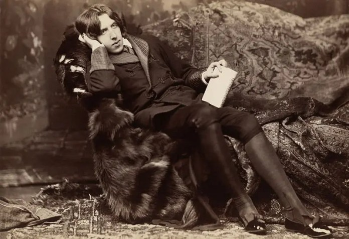 image of oscar wilde seated
