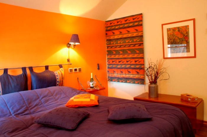 cozy-and-inspiring-bedrooms-in-fall-colors-33