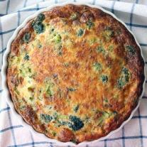 Crustless-Broccoli-Bacon-and-Cheddar-Quiche-1