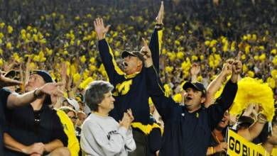 Photo of Michigan Football Fans Throw Rally Towels On to Notre Dame Player, Field to Protest Officiating (Videos)