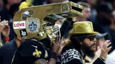 Photo of WATCH: Livid Saints Fans Throw Stuff to Referee Crew After Overtime Loss to Vikings