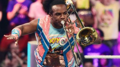 Photo of G4 Signs Xavier Woods