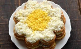 Закусочний торт-салат з крекерів