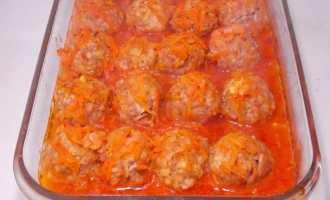 Тефтелі з рисом в томатному соусі: ретрорецепт