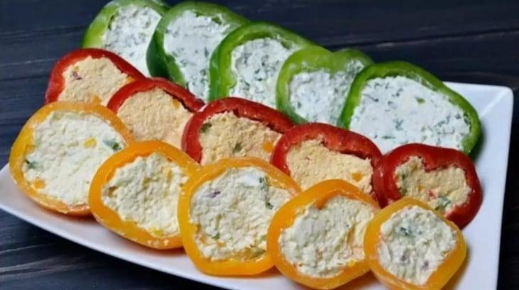«Ледачі» фаршировані перці за 10 хвилин з начинкою з сиру і тунця за рецептом моєї мами